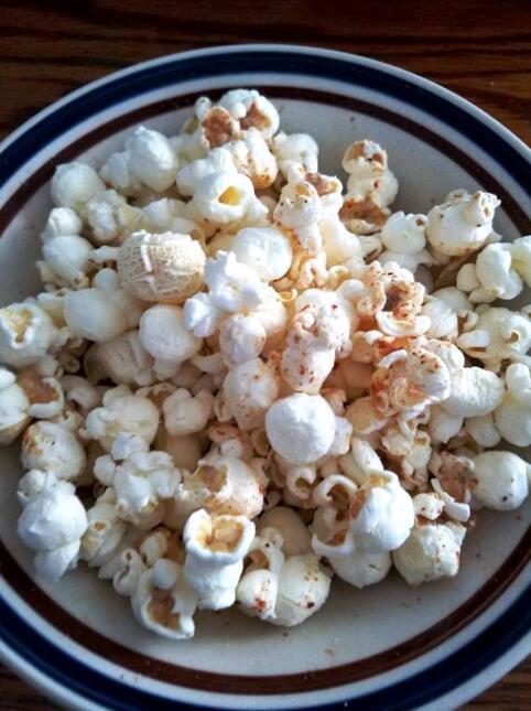 Lupita Huerta preparó unas palomitas de maíz bajas en grasa y sal.