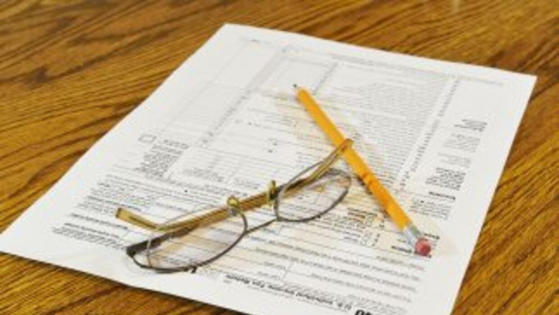 Cada año, voluntarios preparan gratis las declaraciones de impuestos de...