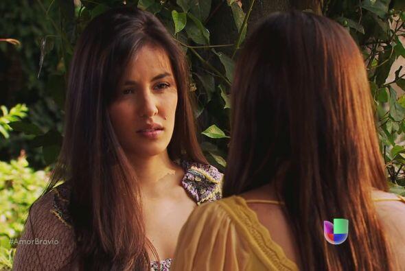 Natalia quiere entregar la invitación para Luzma y Pablo, pero ella le d...