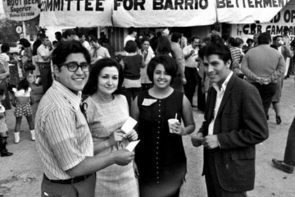 Rossie Castro es su madre, una profesora amante de la política y la educ...