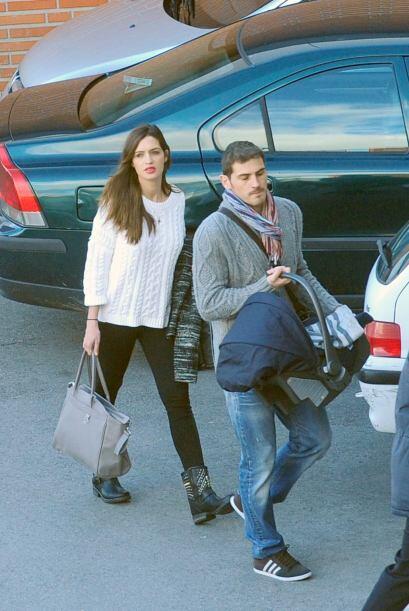 Sara Carbonero con su cuerpazo e Iker con su sonrisa conquistan la cámar...