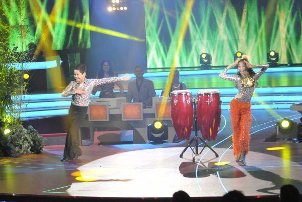 El duo bailó un ritmo caribeño que puso a vibrar a todo el público.