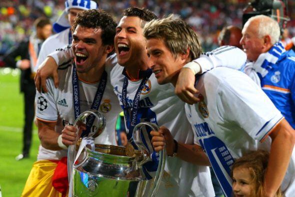 Los protugueses del Madrid celebran la Champions en su tierra.