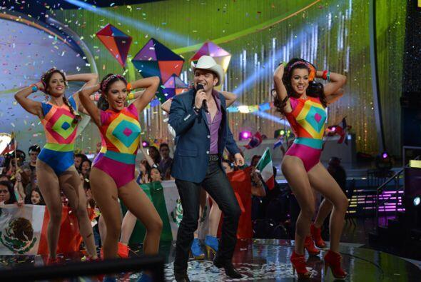 El cantante mexicano llegó al escenario para ponernos a bailar en nuestr...