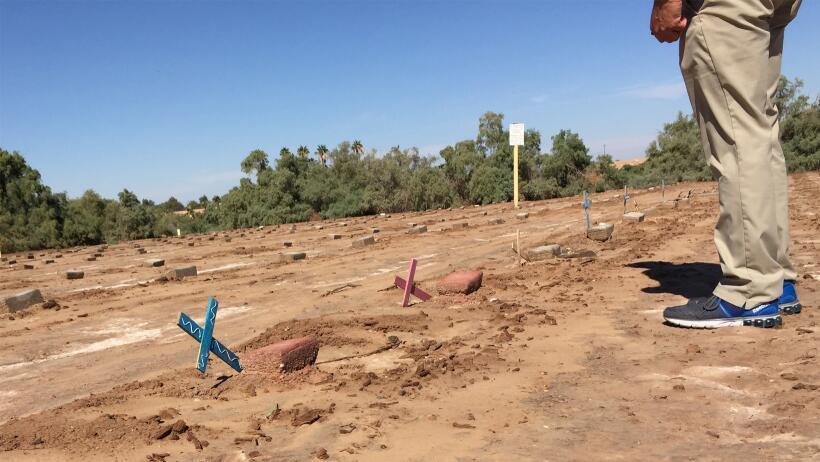 El cementerio de los inmigantes sin nombre en el desierto del Valle Impe...