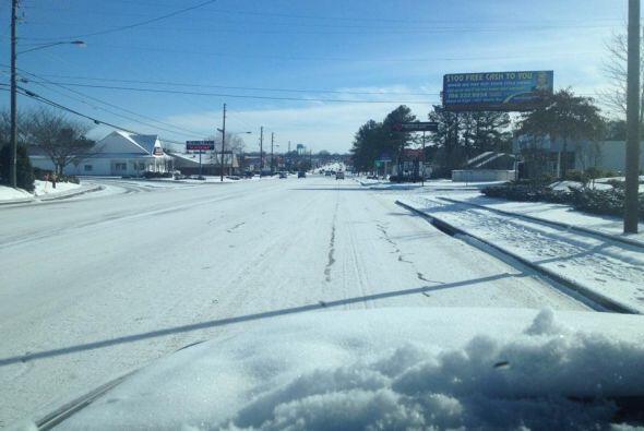 Juventino Guerrero envió una fotografía de un camino cubierto de nieve e...