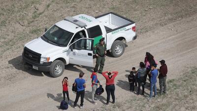 Arrestos de inmigrantes en la frontera alcanzan un récord durante el gobierno de Trump