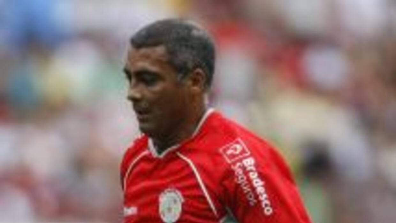 Romario preocupa a Brasil al entregar a la Confederación Brasileña de Fú...