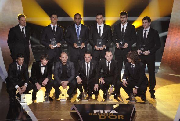La FIFA entregó los premios a los mejores jugadores del 2010 en u...