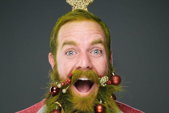 Una esfera más y la barba-árbol de navidad se vería...