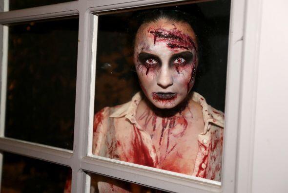 Imagina que por la noche te topas con esta horrorosa visión en la ventan...