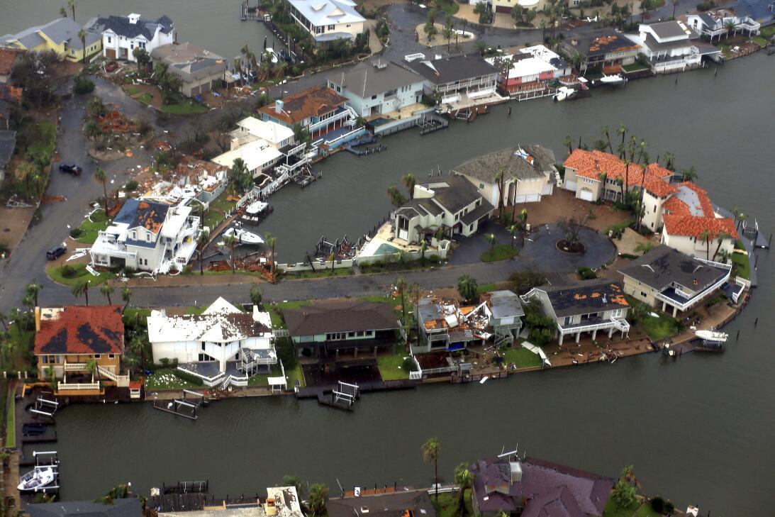 Esta vista aérea de Corpus Christi muestra la fuerza con la que los vien...