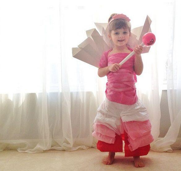 """Aquí la pequeña Mayhem vestida de """"Princess Vanellope"""" de la película  W..."""