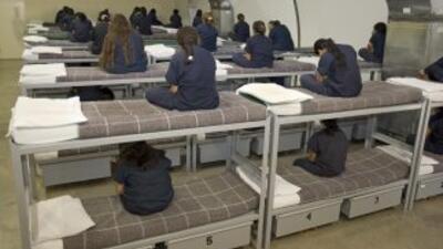 Inmigrantes en un centro de detención en Texas.
