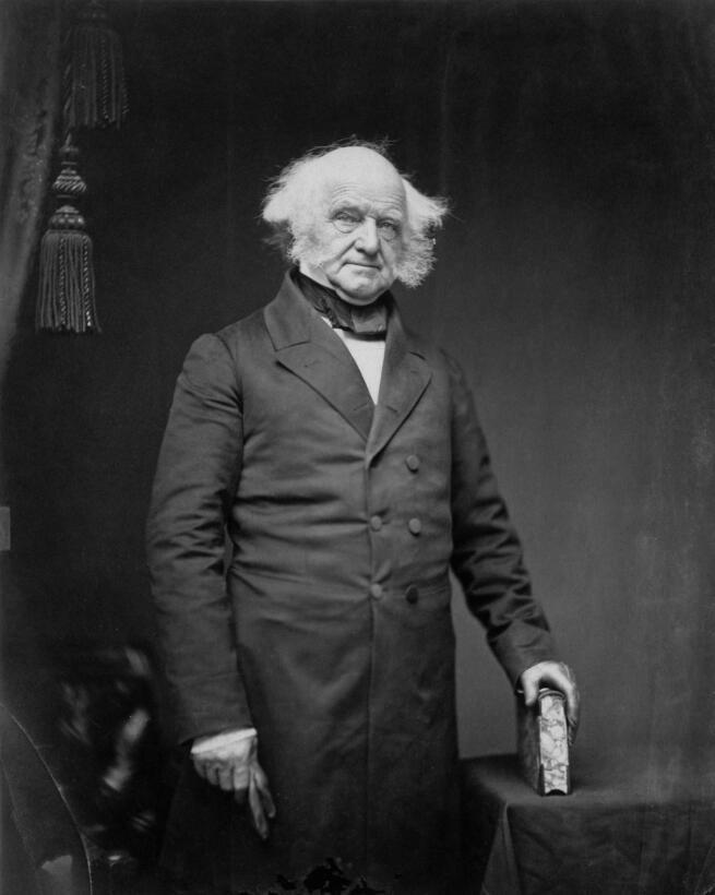 Martin Van Buren (1782–1862), al parecer, fue el inventor de la expresió...