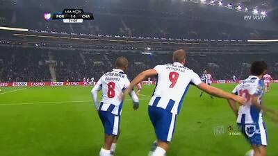 Gooool!!! Laurent Depoitre remata de cabeza y anota para Porto