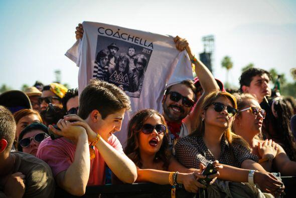 La banda Mexicana se presento en la tarde del domingo prendiendo la fies...
