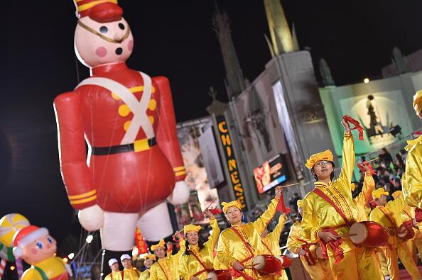 Miles se dieron cita para festejar el tradicional Hollywood Christmas Pa...
