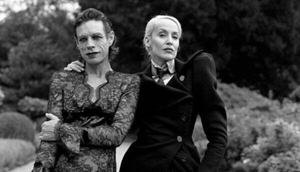 En la imagen, Jagger posa junto con su entonces esposa Jerry Hall.