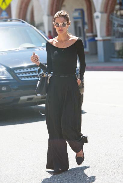 Alessandra Ambrosio no pierde el estilo en ningún momento. Esta s...