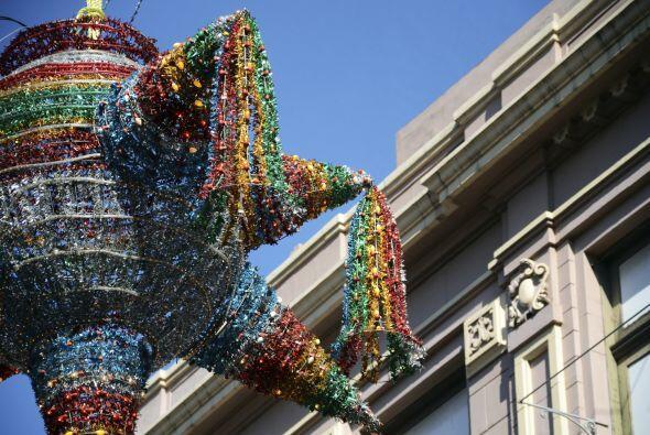 La tradicional piñata de las posadas es una que tiene siete picos, pues...
