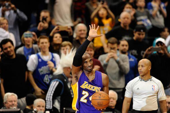 Diciembre 14 - Kobe Bryant pasa a Michael Jordan como el mejor tercer an...