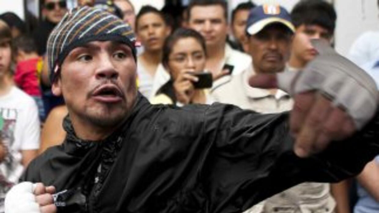Márquez presentará pelea contra Alvarado en Los Ángeles.