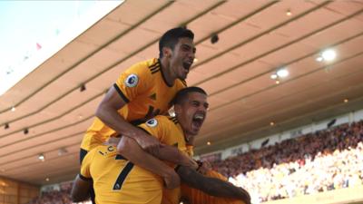En fotos: Wolverhampton, con un laborioso Raúl Jiménez, le ganó 2-0 al Southampton