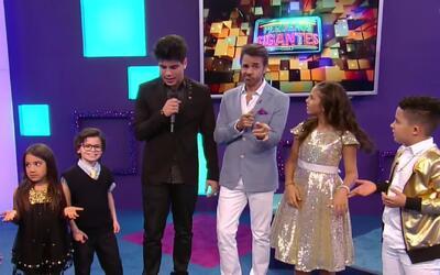 Eugenio Derbez no puede creer cómo bailan los pequeños