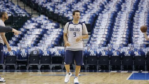 Tony Romo w/ Dallas Mavericks