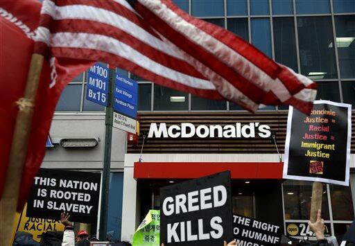 En fotos: Toman las calles por un mayor salario mínimo Minimum%20Wage%20...