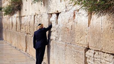 Donald Trump visita el Muro de los Lamentos,  sitio sagrado para los jud...