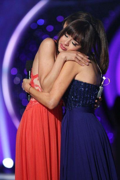 Giselle la consoló, por fortuna allí estuvo su novio para llevarla a casa.
