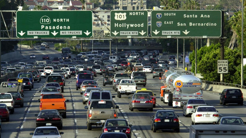 La Autopista 110, que conecta Long Beach y Pasadena con el centro de Los...