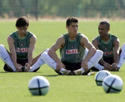 Con la grande PortugalTambién en agosto del 2003 Cristiano Ronaldo hizo...