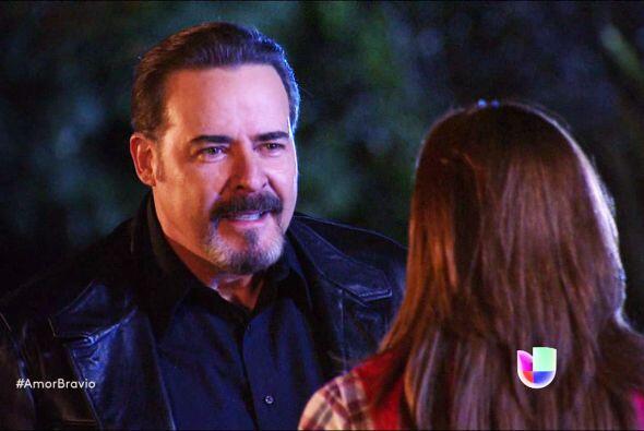 Dionisio no tiene límites y ya le pidió a Camila una noche de pasión.