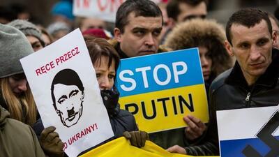 Tensión en Ucrania y Rusia. Manifestaciones a favor y en contra de una i...