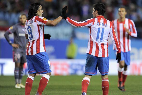 El jugador del Atlético de Madrid hizo dos tantos para que su club acaba...