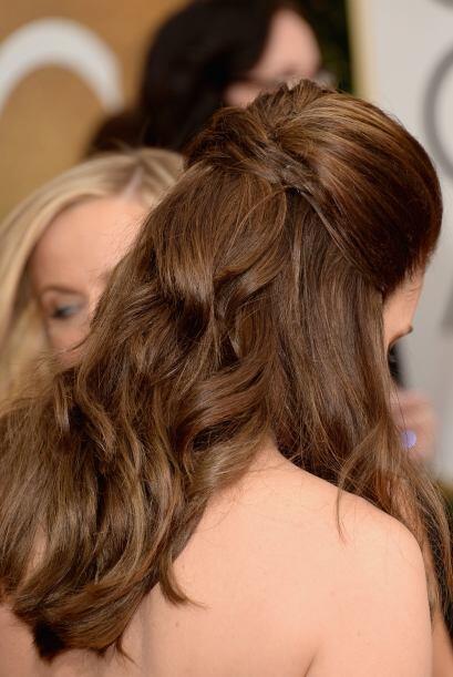Fey sencillamente lució bella y elegante con este peinado que simula un...