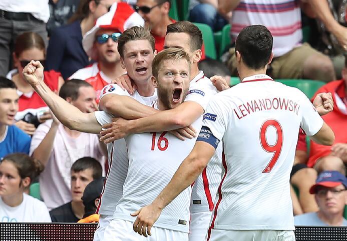 Polonia vence a Suiza