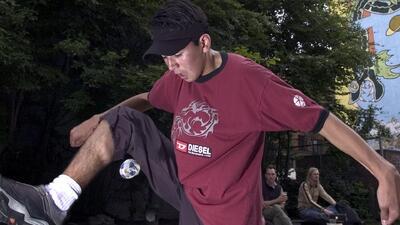 ¿Qué es el 'footbag'? Necesitas una pelota pequeña y mucha destreza para practicarlo