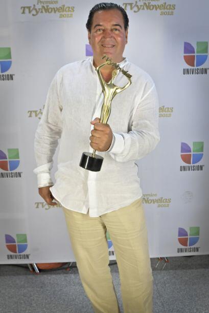 Salvador Mejía se llevó el premio a La Telenovela Más Vista por Triunfo...
