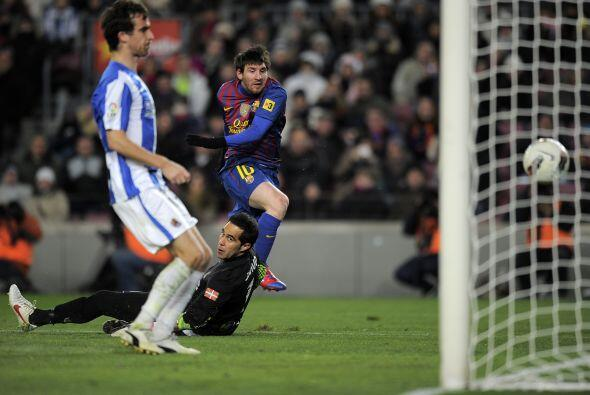 A pesar de la salida de Claudio Bravo, Messi definió con clase.