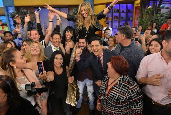 Thalía se despidió en medio de una gran selfie.