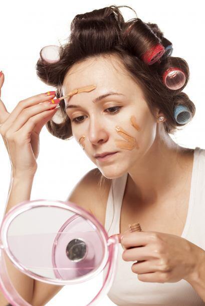 La base de maquillaje es un problema si no sabes cómo sacarla. No obstan...
