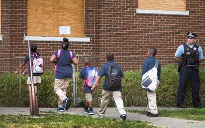 Padres de estudiantes están preocupados por el receso de verano debido a...