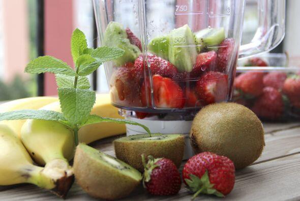 Apunta las recetas de cuatro smoothies energizantes. ¡Hay para todos los...