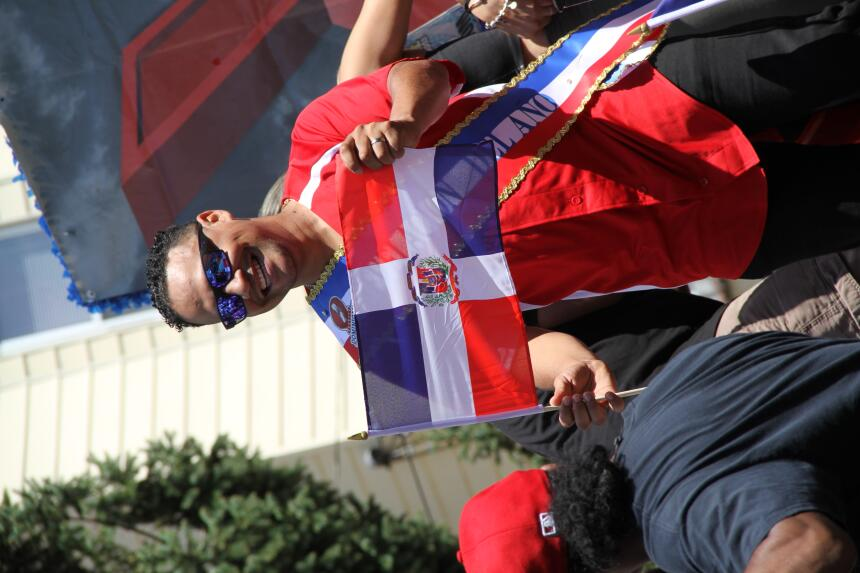 Celebra La X en el Desfile Dominicano en NJ IMG_1817.JPG