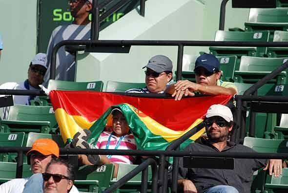 Los fanáticos de Bolivia también se hicieron presentes para alentar al s...