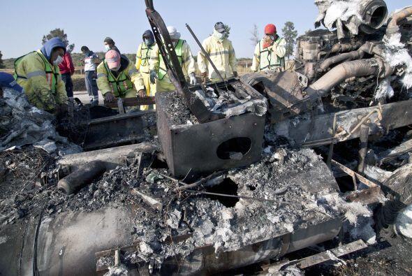 """""""Un camión de pasajeros se volcó y 18 personas murier..."""
